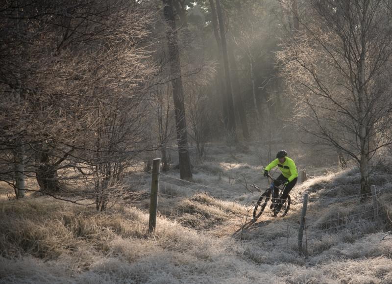 cyklist i full fart